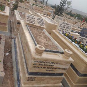 Karşıyaka Mezarlığı Beşlik Mezar Modelleri